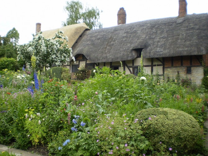 the cottage garden in front of anne hathaway's house