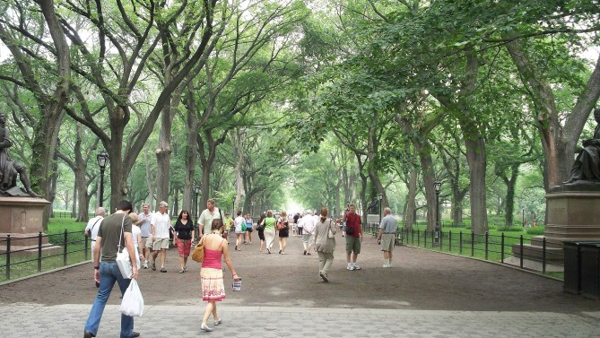 2048px-The_Mall_&_Literary_Walk,_Central_Park,_Manhattan,_NYC