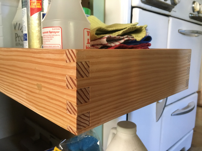 Cutting Dovetail Joints With A Router Jig Root Simple